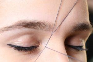 epilation des sourcils au fil